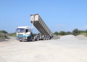 Le Roux TP - Carrière - Transport et livraison - Opération de déchargement - 1
